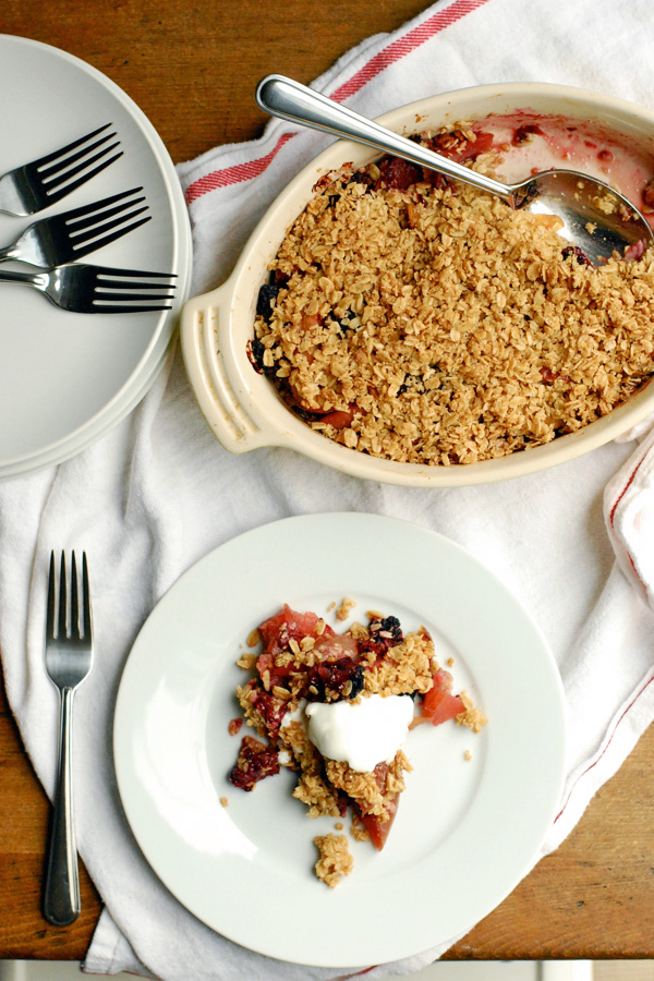 gluten-free apple crisp with blackberries // brooklyn supper